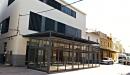 Cerramiento aluminio con techo policarbonato vista frontal izquierda