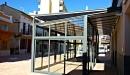 Cerramiento aluminio con techo policarbonato vista lateral derecho