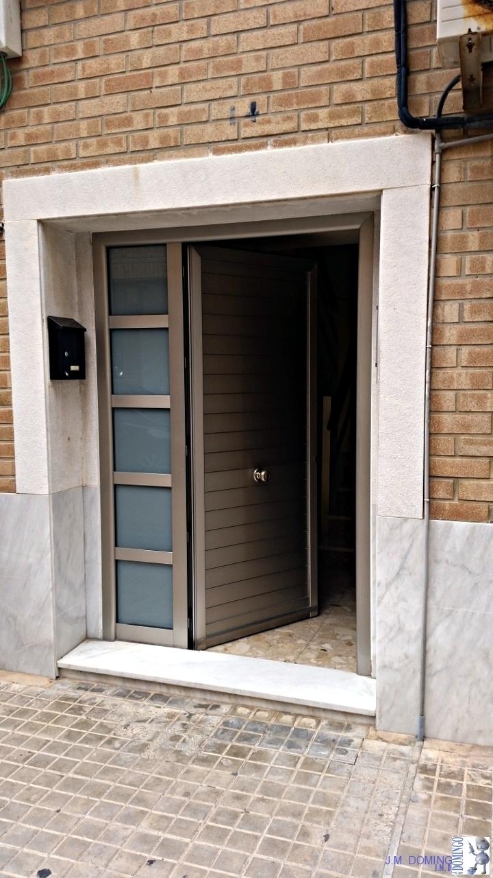 Puertas de aluminio con cristal good puertas de aluminio for Puertas en aluminio