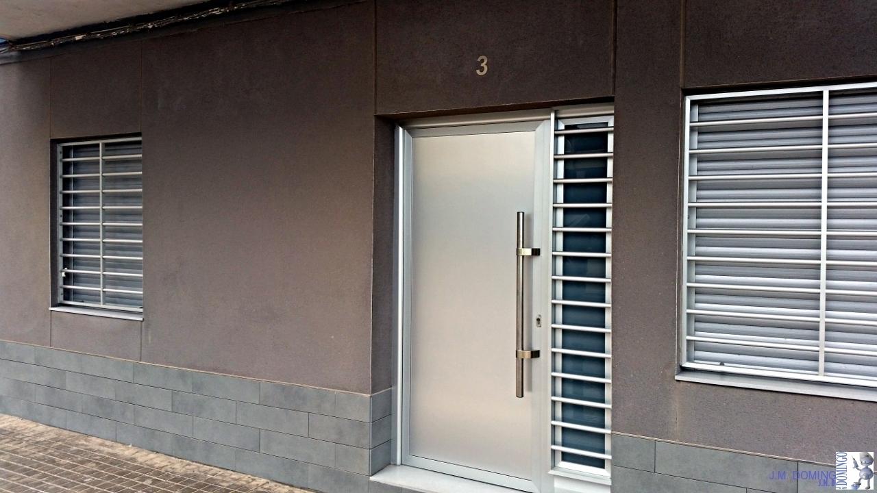 Puertas de aluminio para entrada principal hierro forjado for Puerta entrada aluminio