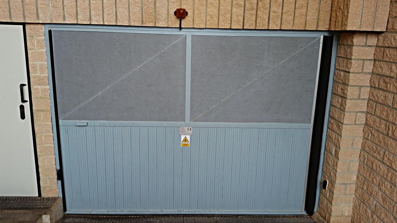 puerta batiente vista exterior